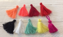 This is a Display of All our 3cm Tassels R40 20 Pieces (Choose your colour)